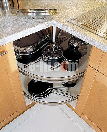 充分利用厨房拐角的空间      有阳光的窗户前,如果将水盆设计在其下
