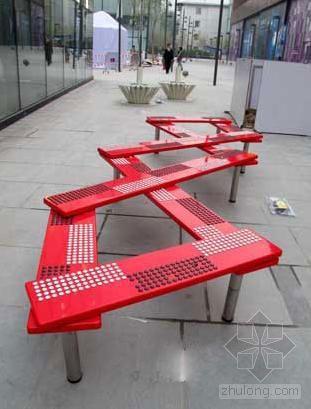室外座椅在中国设计领域中一直被放在探讨的边缘