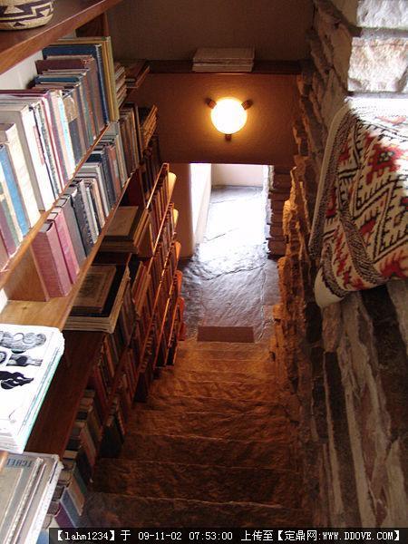 流水别墅——莱特-7-stair-books-m[1].jpg