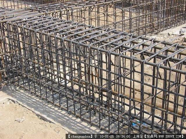 施工现场基础钢筋绑扎的图片浏览,建筑实景照片,居住