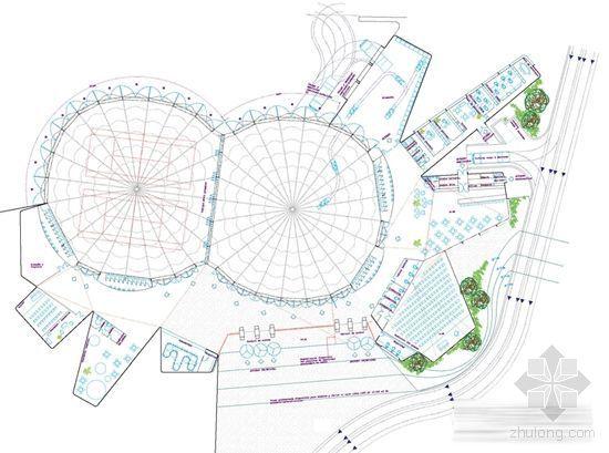 展馆入口广场附近的小山丘上是一个天然的圆形剧场,在这座小山丘上