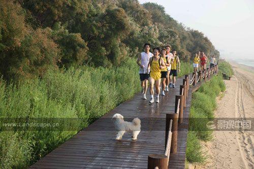秦皇岛滨海景观带位于河北省秦皇岛市渤海海岸,长6.